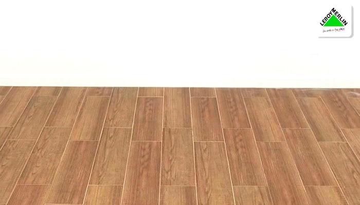 Colocar suelo de cer mica con aspecto de madera leroy merlin - Tipos de suelos para casas ...