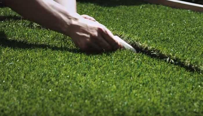 Instalación de césped artificial sobre distintos suelos - Leroy Merlin