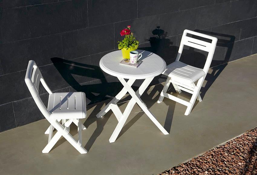 Mesa plegable de resina conil blanca ref 15714685 leroy for Mesa y sillas terraza leroy merlin