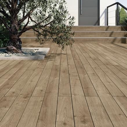 Suelos de madera para exterior leroy merlin for Suelos para jardines fotos