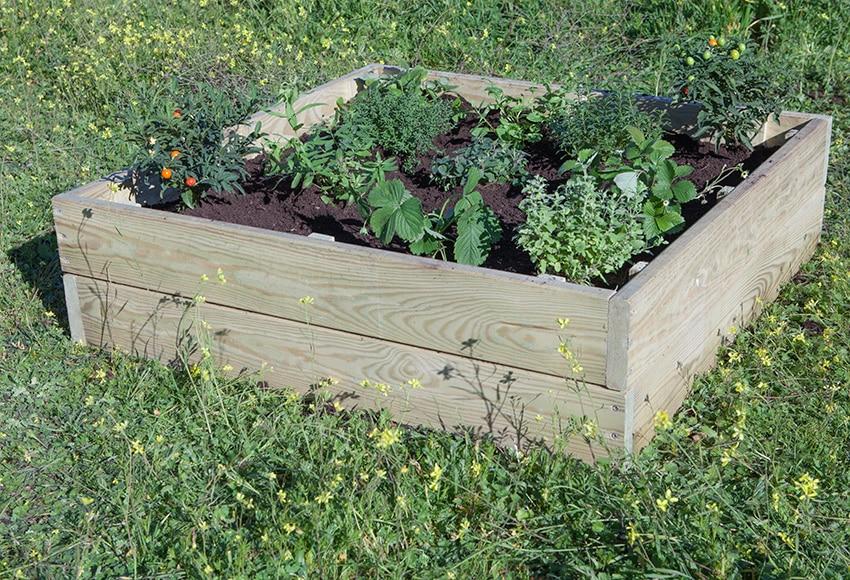 Huerto de suelo madera 90x90 ref 15444555 leroy merlin for Mesas de cultivo grandes
