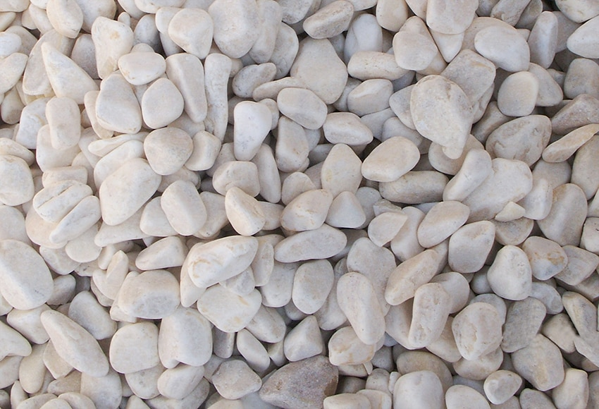 Canto rodado blanco de grosor 25 40 mm arisac canto rodado for Piedras blancas jardin baratas