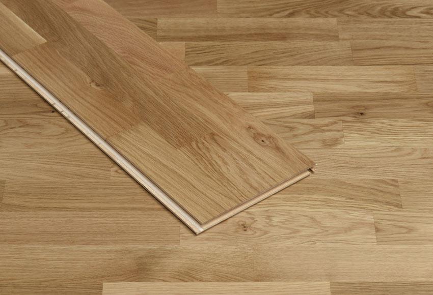 Suelo de madera aero roble brillo ref 14988071 leroy merlin for Suelo porcelanico imitacion madera leroy merlin
