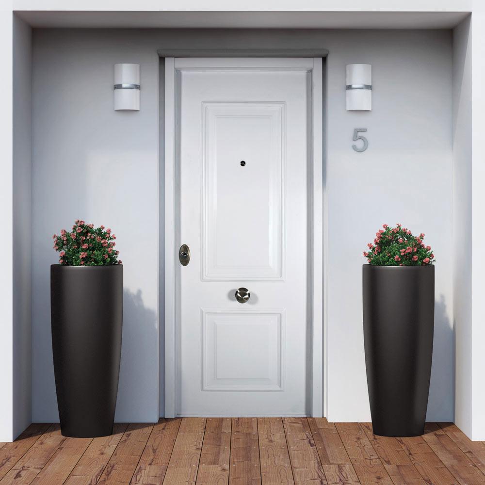 Puerta de entrada acorazada blanca recta ref 19501895 for Puerta entrada aluminio