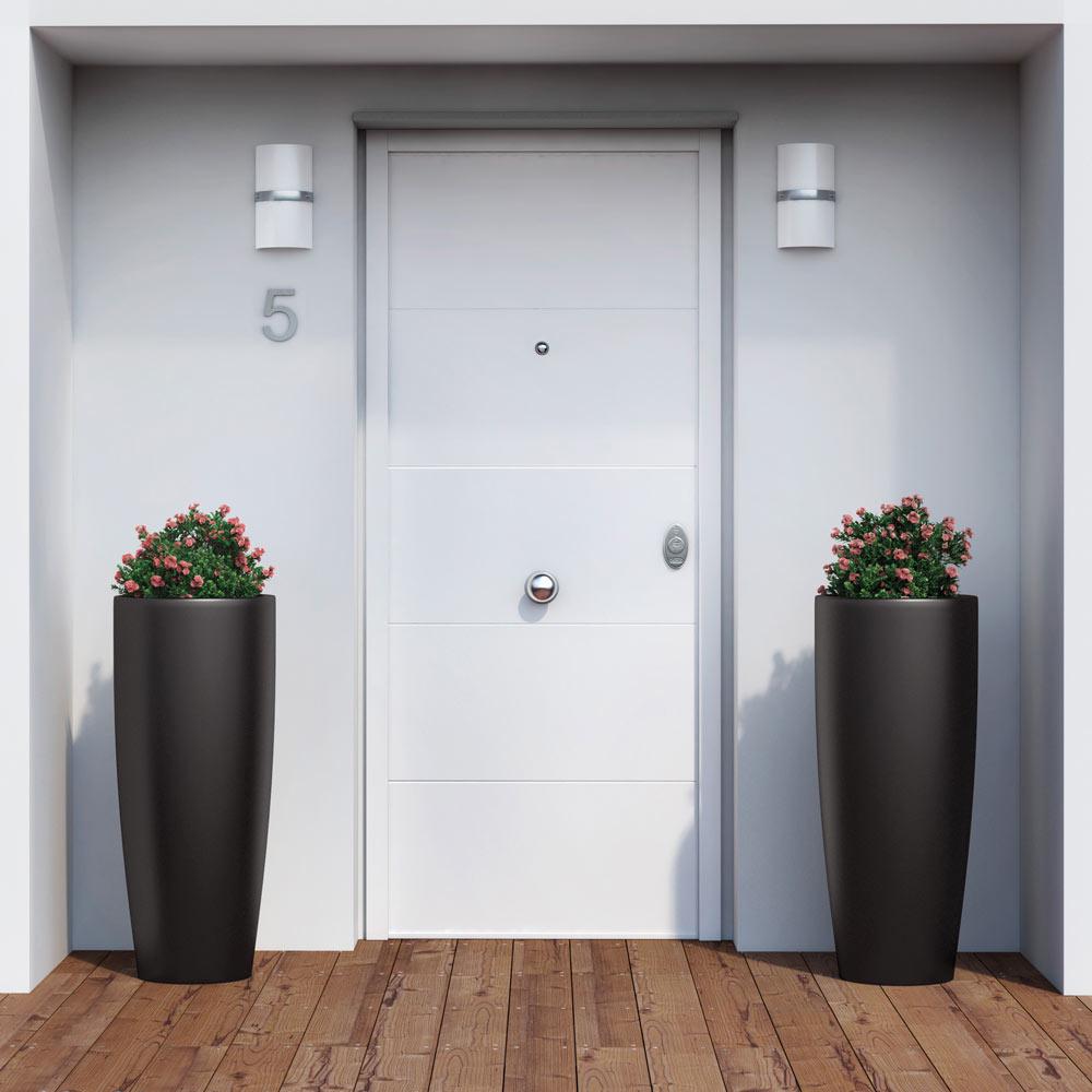 Puerta de entrada acorazada fresada blanca ref 16146116 - Leroy merlin puertas entrada ...