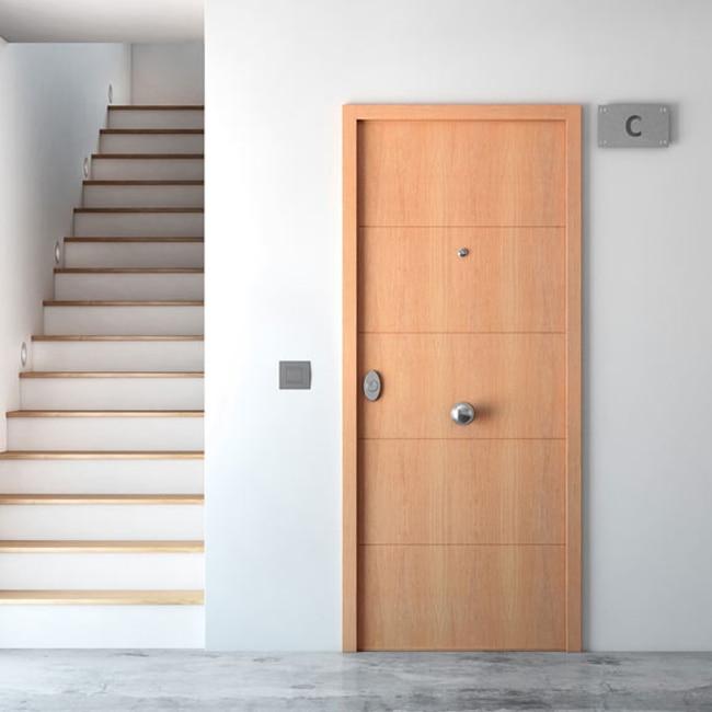 Puerta de entrada acorazada fresada roble ref 16145934 for Puertas de aluminio leroy merlin