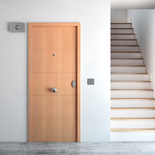 Puerta de entrada acorazada fresada roble ref 16145941 leroy merlin - Puertas rusticas exterior leroy merlin ...
