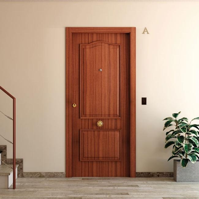 Puerta de entrada blindada provenzal sapelly ref 15003702 for Puerta entrada madera