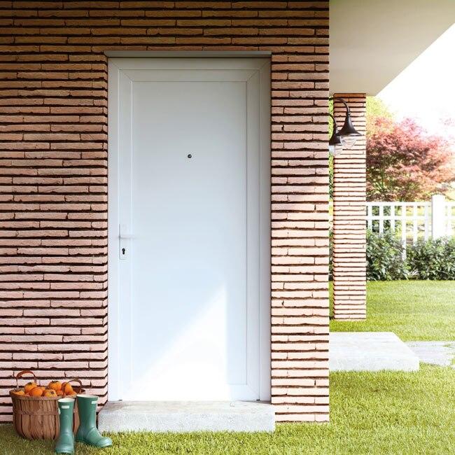 Puerta de entrada pvc pvc sevilla blanca ref 16777201 for Puertas de pvc para exterior precios