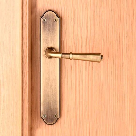 Manilla derecha bronce plateado ref 17740793 leroy merlin for Manetas para puertas