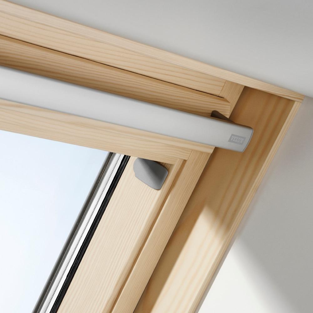 Ventana de techo velux giratoria el ctrica de madera acust for Tejados de madera leroy merlin