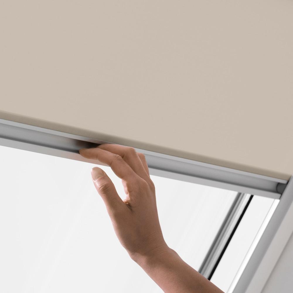 Estor ventana de techo velux manual beige rfl 1086 estor for Store exterieur velux leroy merlin