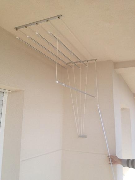 Tendedero cuncial polea aluminio ref 16754962 leroy merlin for Colgadores de ropa de pared