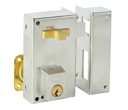 Cerradura para puerta de madera azbe 56 a niquelado ref - Cerraduras puertas madera ...