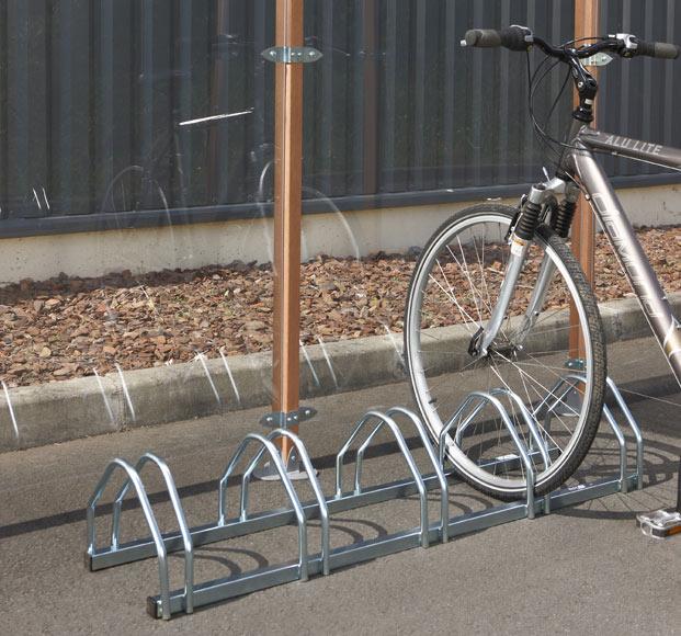Soporte de suelo para 5 bicicletas ref 17893015 leroy for Soporte para bicicletas suelo