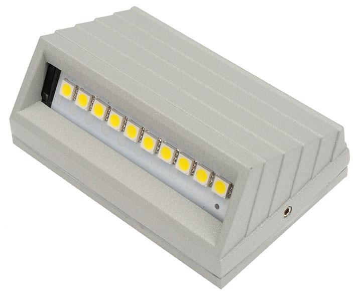 Foco leds c4 rectangular led ref 15481690 leroy merlin for Focos led exterior leroy merlin