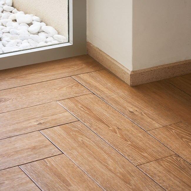 Pavimento 16x50 cm ocre serie madera ref 17004232 leroy for Suelos ceramicos imitacion madera precios