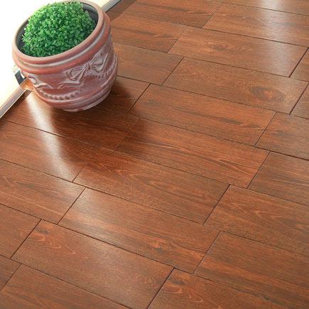 Pavimento 16x50 cm cuero serie madera ref 17004253 for Pavimento vinilico adesivo leroy merlin