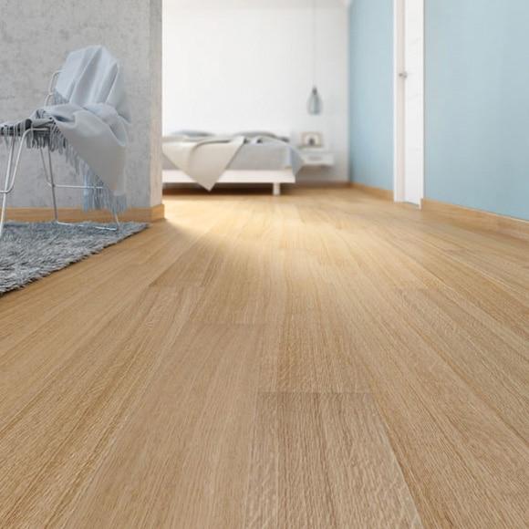 Suelo de madera basic roble satinado ref 18043613 leroy for Suelos leroy merlin