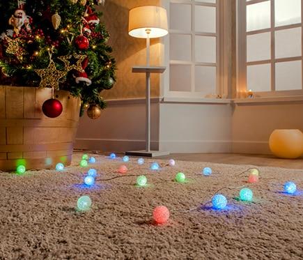 Guirnalda luminosa de bolas multicolor 24v ref 16471392 for Decoracion luminosa navidena