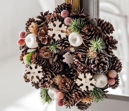 Corona navide a con pi as y copos de nieve 25cm ref 17751440 leroy merlin - Pinas decoradas para navidad ...