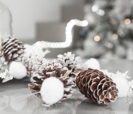 Guirnalda de piñas y copos de nieve 100cm