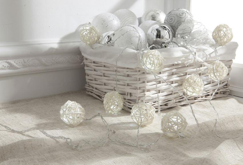 Guirnalda luminosa de 10 luces con bolas blancas 4 5m ref for Guirnalda de luces bolas
