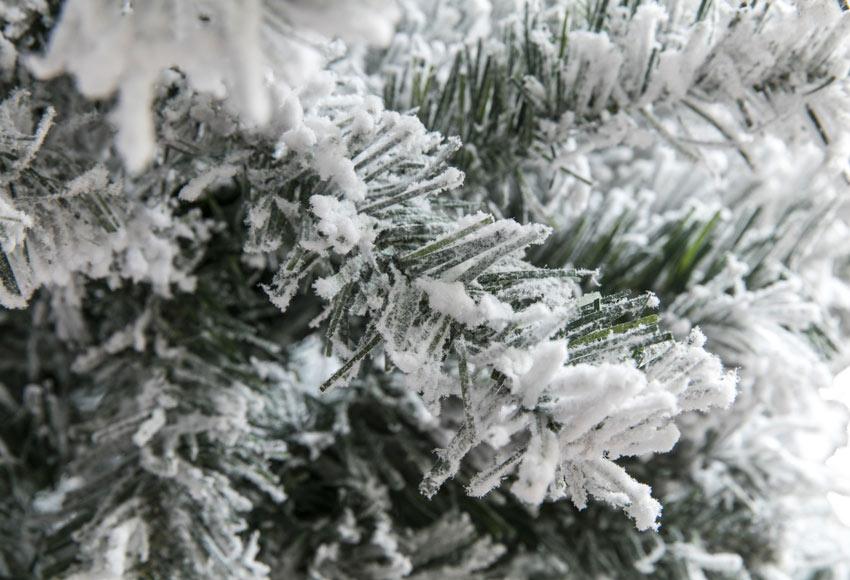 c6691807329 Árbol de Navidad verde nevado de 180cm YUKON Ref. 17701152 - Leroy ...